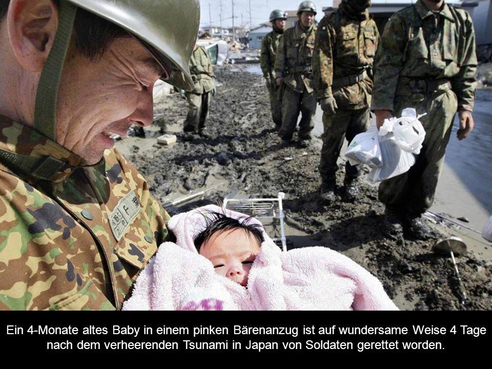 Ein 4-Monate altes Baby in einem pinken Bärenanzug ist auf wundersame Weise 4 Tage nach dem verheerenden Tsunami in Japan von Soldaten gerettet worden.