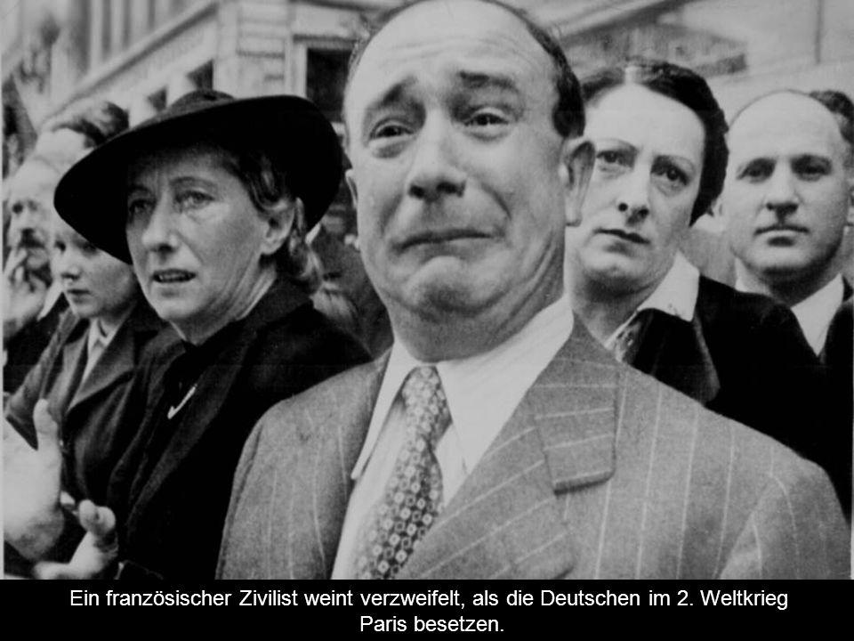 Ein französischer Zivilist weint verzweifelt, als die Deutschen im 2