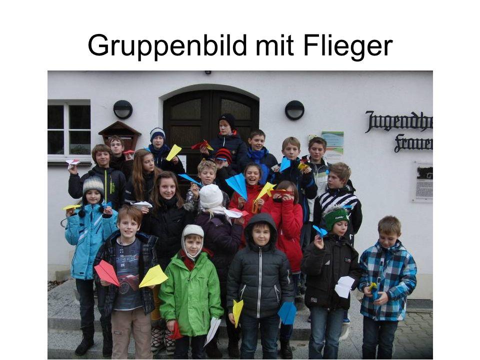 Gruppenbild mit Flieger