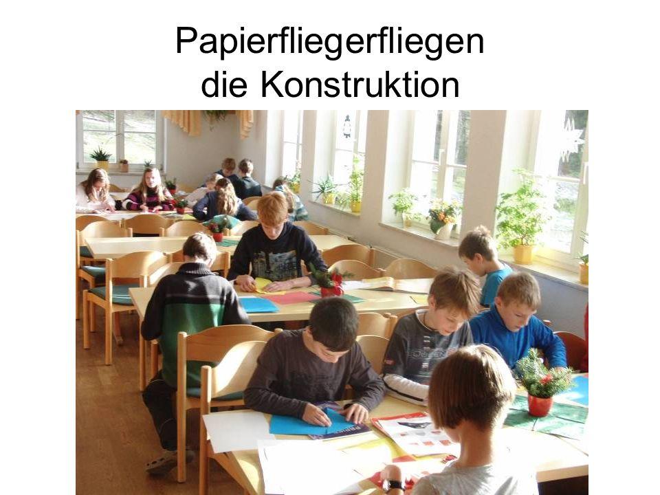 Papierfliegerfliegen die Konstruktion