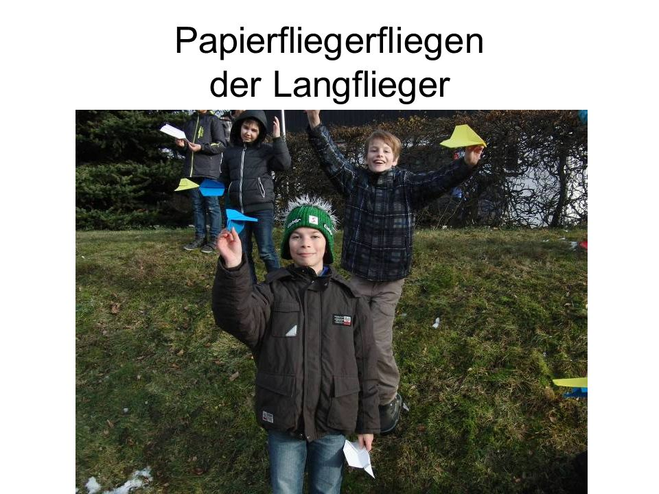 Papierfliegerfliegen der Langflieger