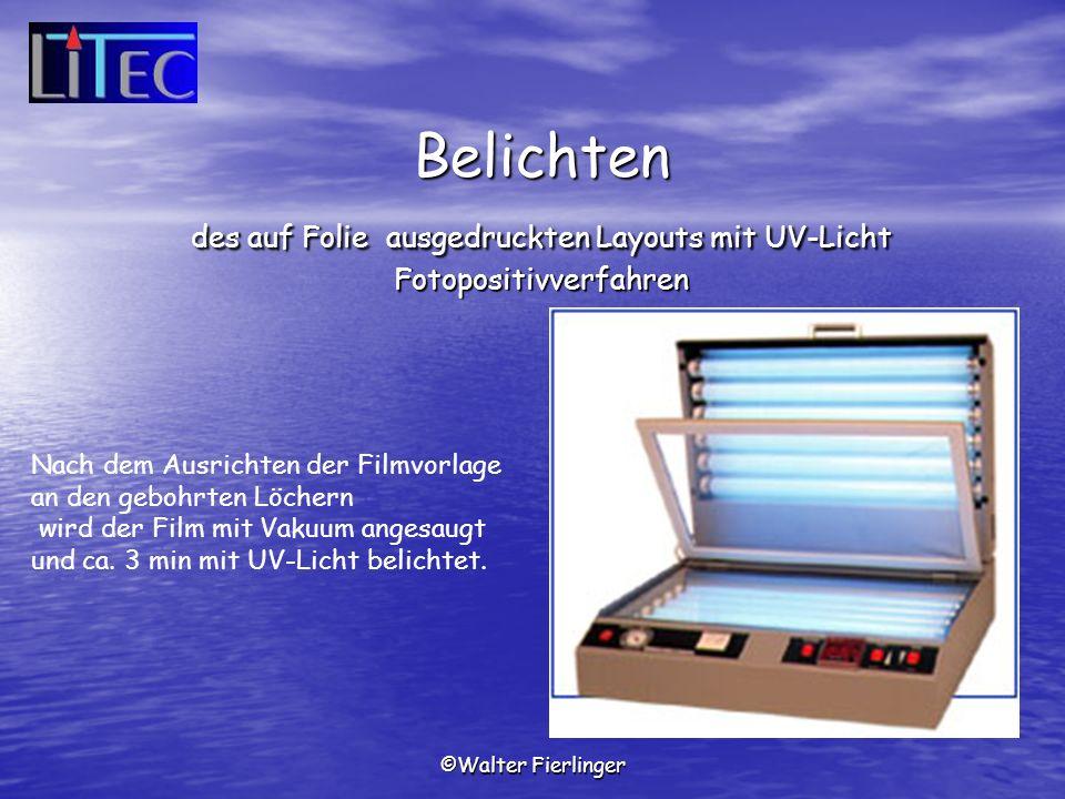 Belichten des auf Folie ausgedruckten Layouts mit UV-Licht Fotopositivverfahren