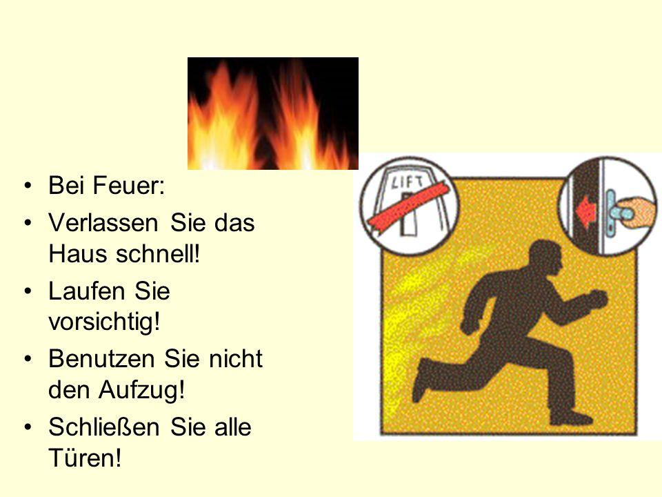 Bei Feuer: Verlassen Sie das Haus schnell. Laufen Sie vorsichtig.