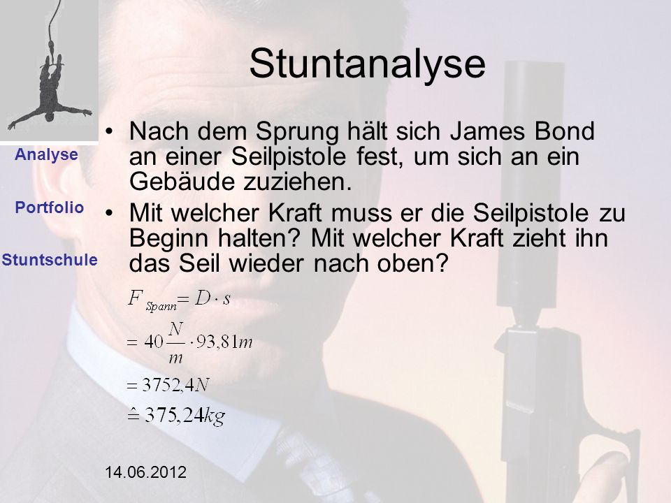 Stuntanalyse Einleitung. Nach dem Sprung hält sich James Bond an einer Seilpistole fest, um sich an ein Gebäude zuziehen.