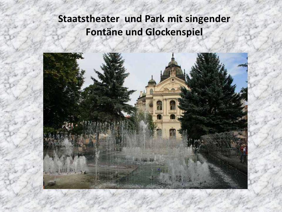 Staatstheater und Park mit singender Fontäne und Glockenspiel