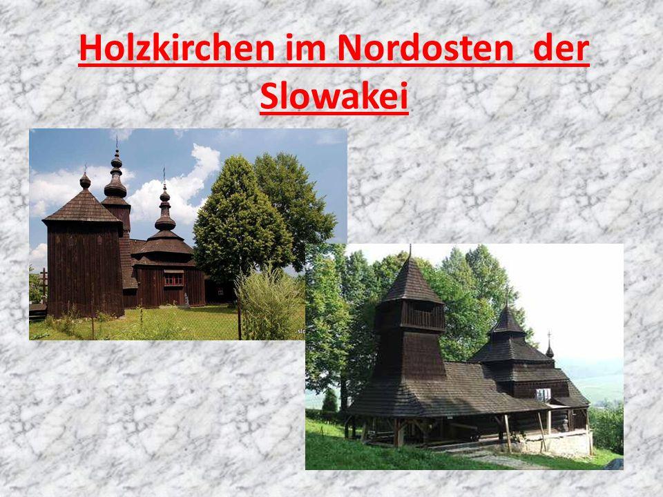 Holzkirchen im Nordosten der Slowakei