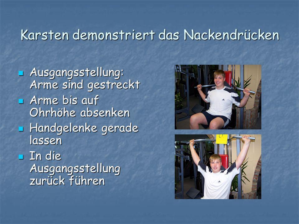 Karsten demonstriert das Nackendrücken