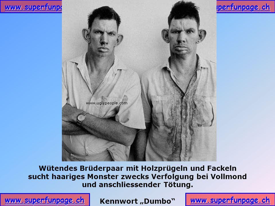 Wütendes Brüderpaar mit Holzprügeln und Fackeln
