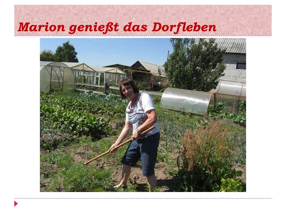 Marion genießt das Dorfleben