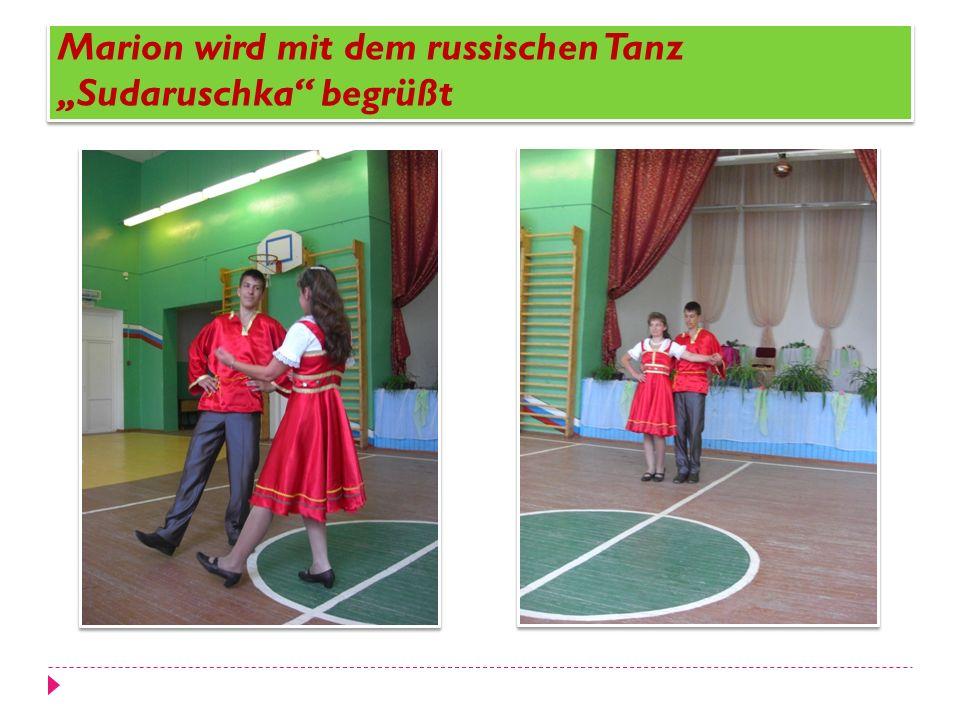 """Marion wird mit dem russischen Tanz """"Sudaruschka begrüßt"""