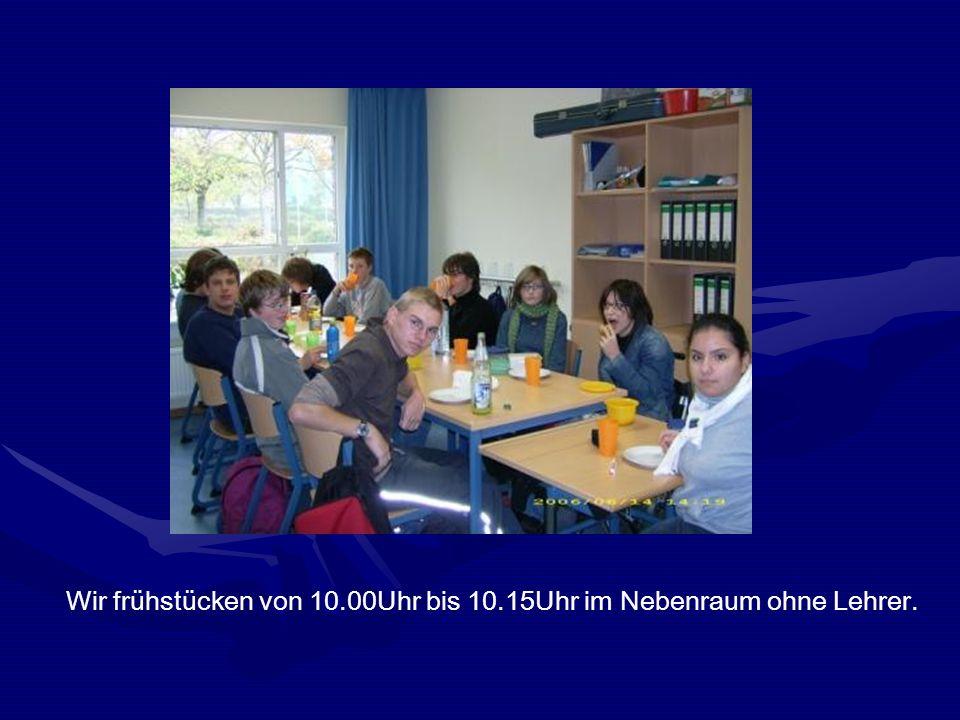 Wir frühstücken von 10.00Uhr bis 10.15Uhr im Nebenraum ohne Lehrer.