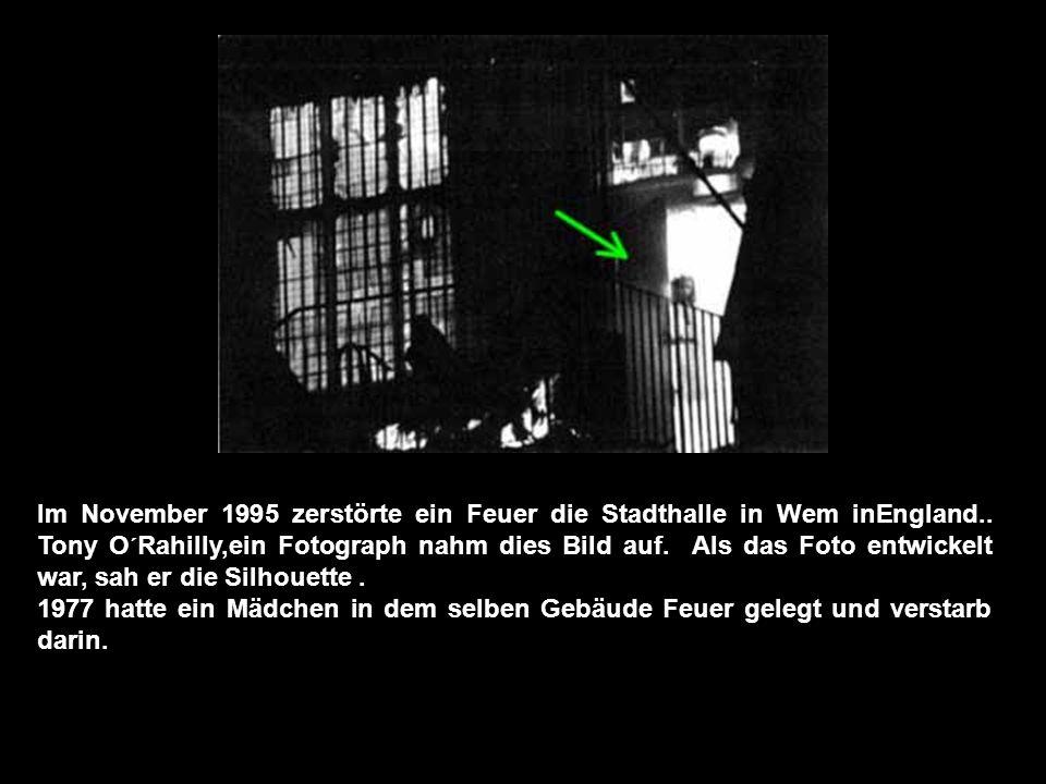 Im November 1995 zerstörte ein Feuer die Stadthalle in Wem inEngland