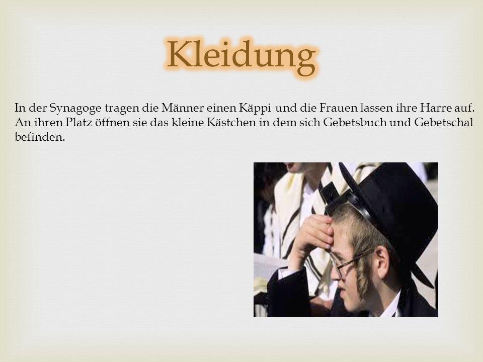 Kleidung In der Synagoge tragen die Männer einen Käppi und die Frauen lassen ihre Harre auf.