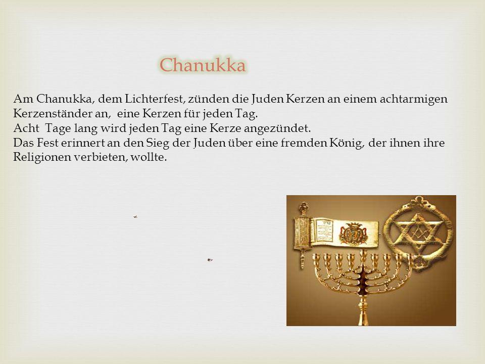 Chanukka Am Chanukka, dem Lichterfest, zünden die Juden Kerzen an einem achtarmigen Kerzenständer an, eine Kerzen für jeden Tag.