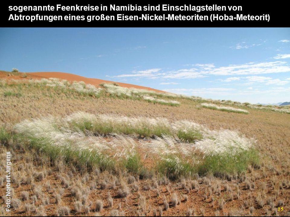 sogenannte Feenkreise in Namibia sind Einschlagstellen von Abtropfungen eines großen Eisen-Nickel-Meteoriten (Hoba-Meteorit)