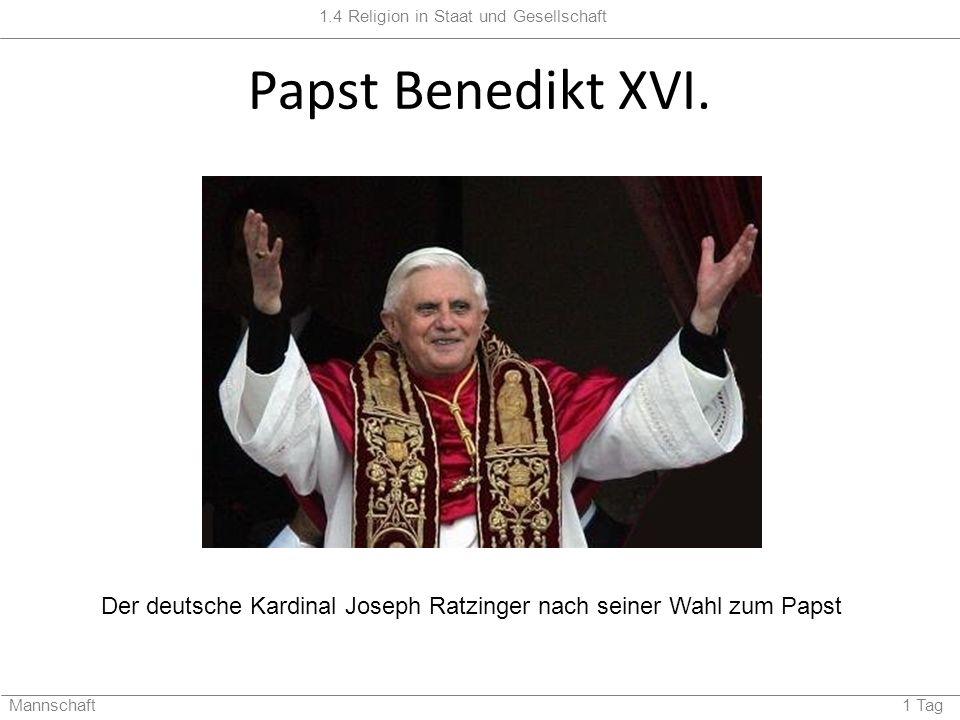 Der deutsche Kardinal Joseph Ratzinger nach seiner Wahl zum Papst