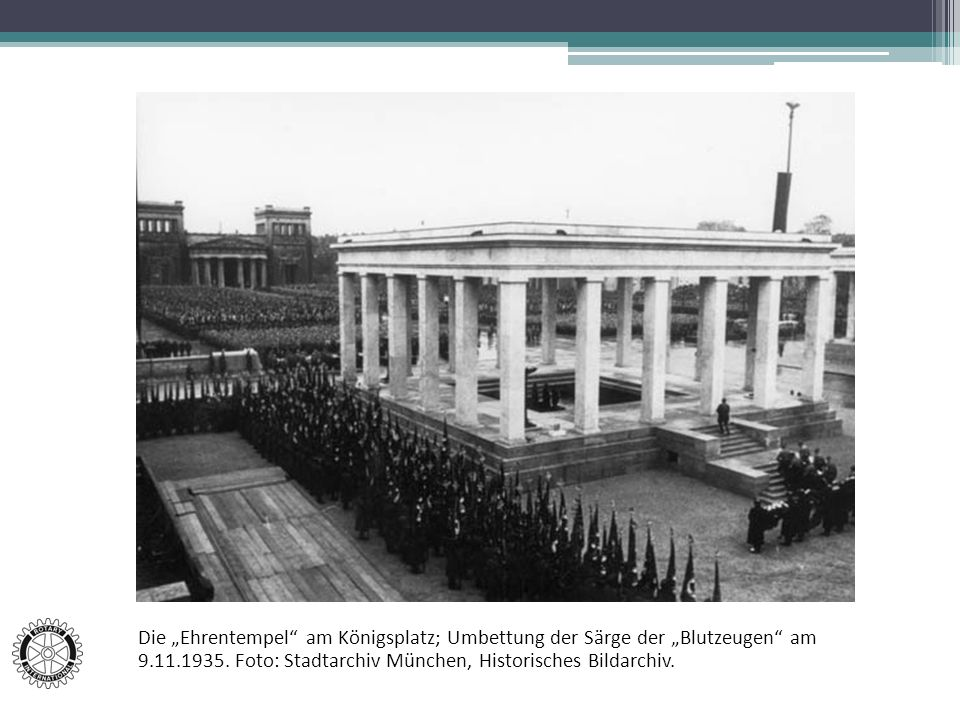 """Die """"Ehrentempel am Königsplatz; Umbettung der Särge der """"Blutzeugen am 9.11.1935."""