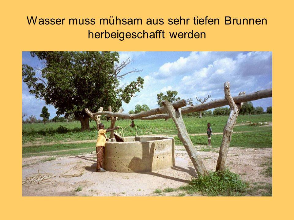 Wasser muss mühsam aus sehr tiefen Brunnen herbeigeschafft werden