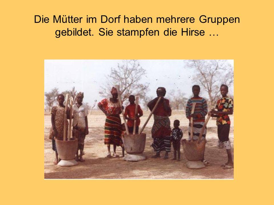 Die Mütter im Dorf haben mehrere Gruppen gebildet