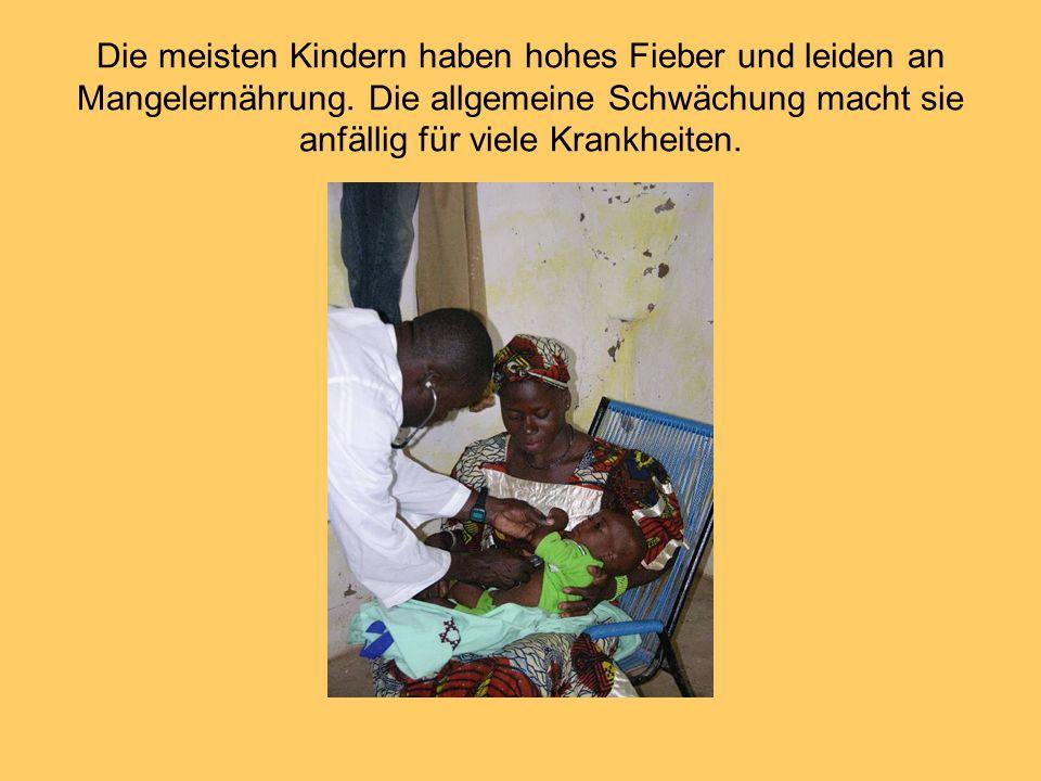 Die meisten Kindern haben hohes Fieber und leiden an Mangelernährung