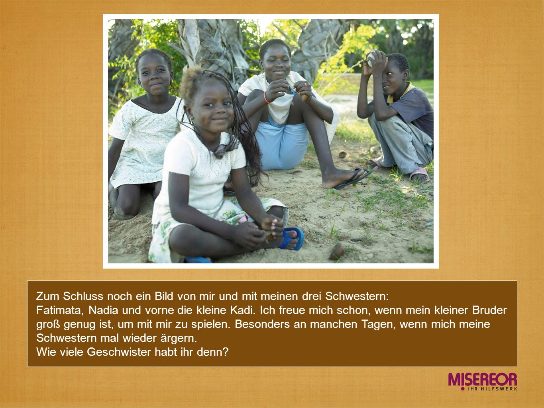 Zum Schluss noch ein Bild von mir und mit meinen drei Schwestern: Fatimata, Nadia und vorne die kleine Kadi.