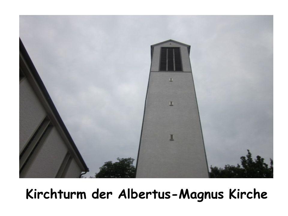 Kirchturm der Albertus-Magnus Kirche