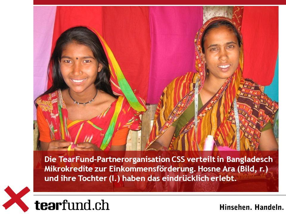 Die TearFund-Partnerorganisation CSS verteilt in Bangladesch Mikrokredite zur Einkommensförderung.