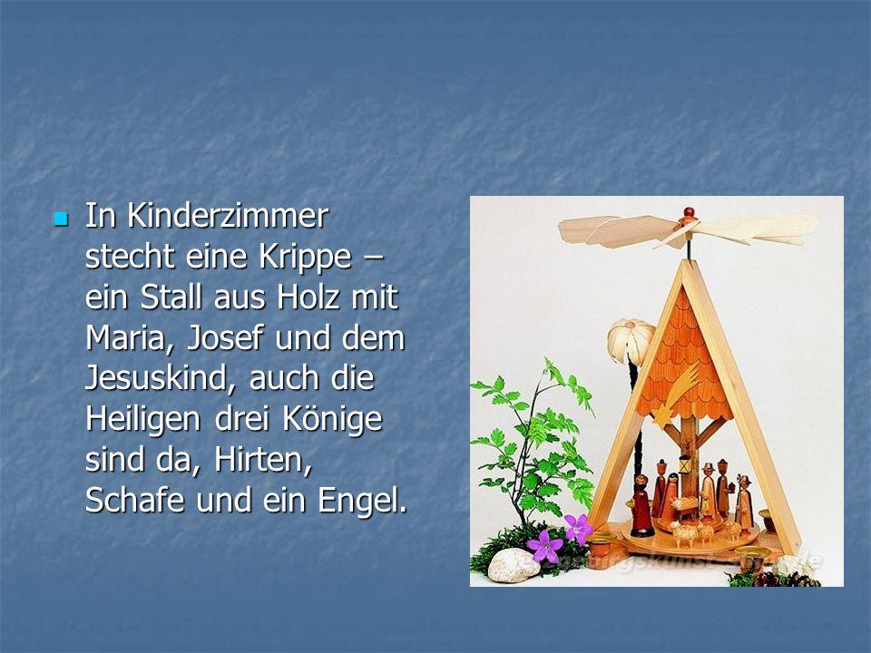 In Kinderzimmer stecht eine Krippe – ein Stall aus Holz mit Maria, Josef und dem Jesuskind, auch die Heiligen drei Könige sind da, Hirten, Schafe und ein Engel.