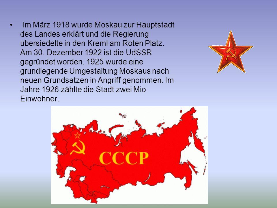 Im März 1918 wurde Moskau zur Hauptstadt des Landes erklärt und die Regierung übersiedelte in den Kreml am Roten Platz.