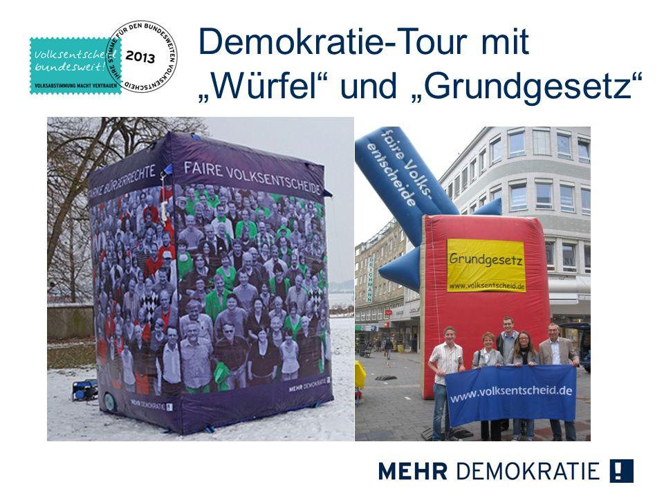 """Demokratie-Tour mit """"Würfel und """"Grundgesetz"""