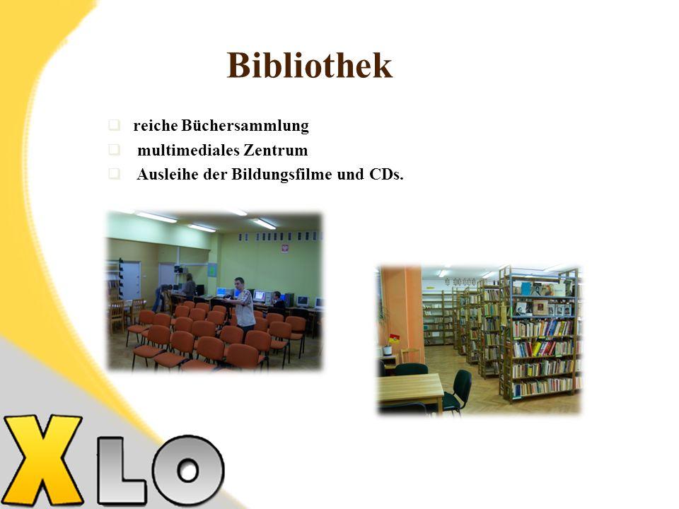 Bibliothek reiche Büchersammlung multimediales Zentrum