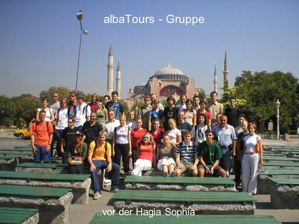 albaTours - Gruppe ..vor der Hagia Sophia