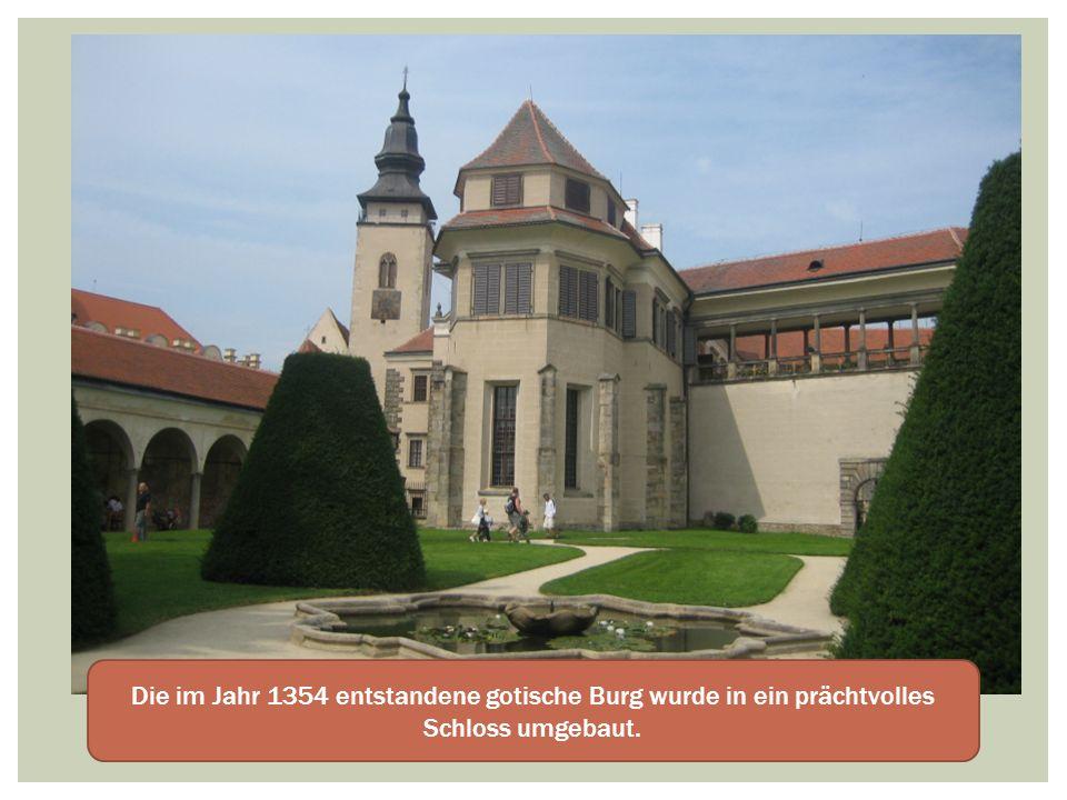 Die im Jahr 1354 entstandene gotische Burg wurde in ein prächtvolles Schloss umgebaut.