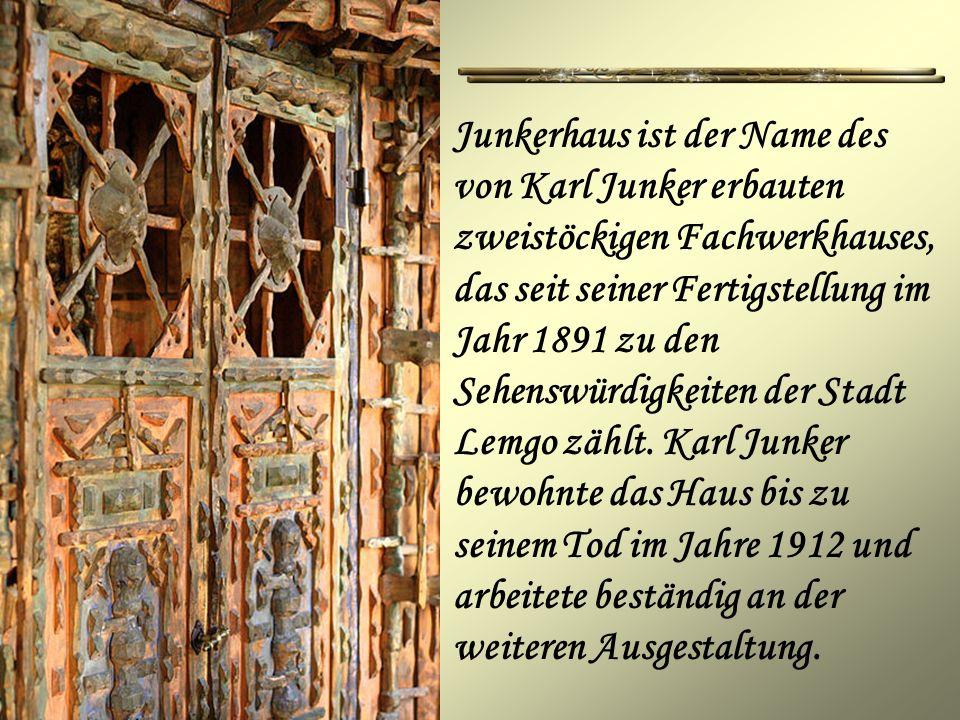 Junkerhaus ist der Name des von Karl Junker erbauten zweistöckigen Fachwerkhauses, das seit seiner Fertigstellung im Jahr 1891 zu den Sehenswürdigkeiten der Stadt Lemgo zählt.