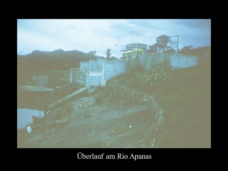 Überlauf am Rio Apanas