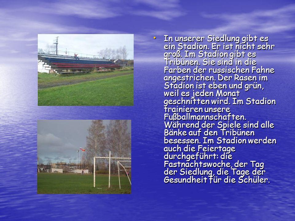 In unserer Siedlung gibt es ein Stadion. Er ist nicht sehr groß
