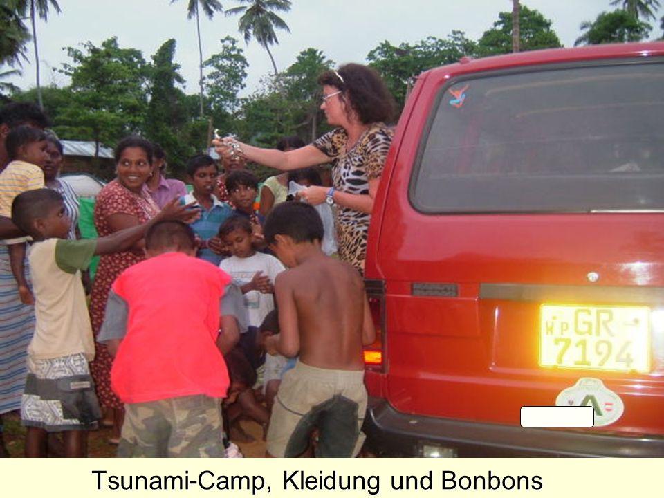 Tsunami-Camp, Kleidung und Bonbons