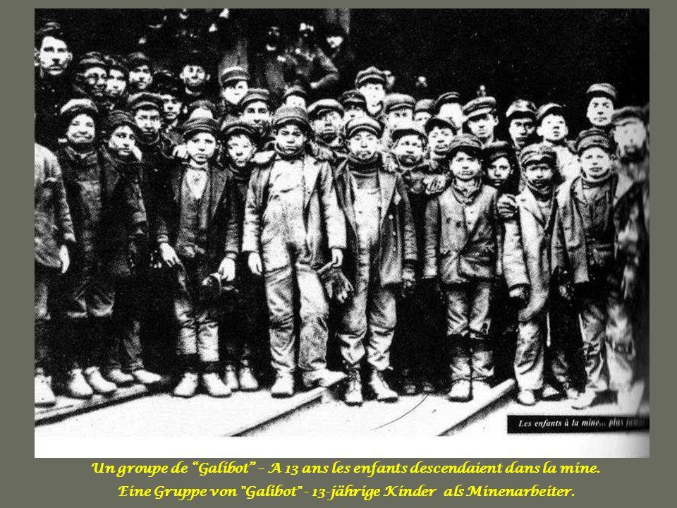 Eine Gruppe von Galibot - 13-jährige Kinder als Minenarbeiter.
