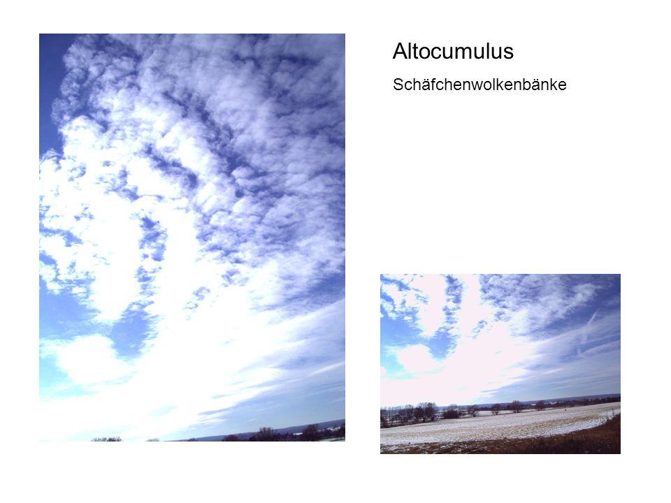 Altocumulus Schäfchenwolkenbänke