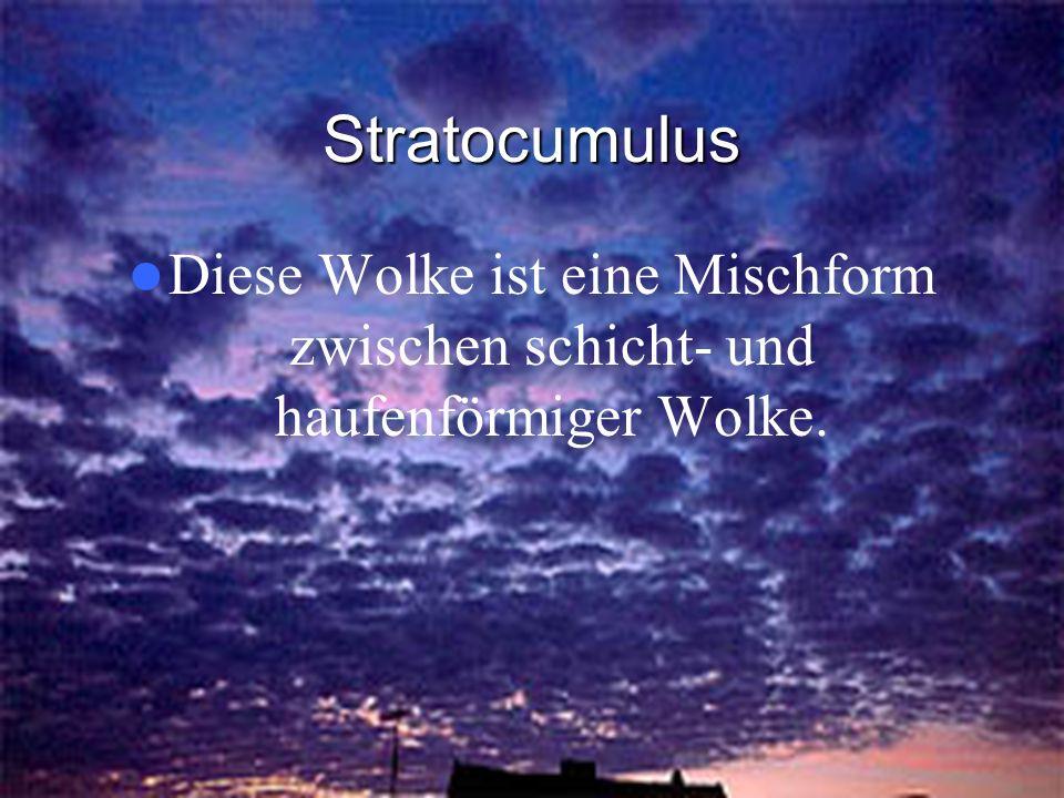 Stratocumulus Diese Wolke ist eine Mischform zwischen schicht- und haufenförmiger Wolke.