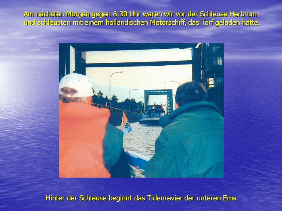 Am nächsten Morgen gegen 6:30 Uhr waren wir vor der Schleuse Herbrum und schleusten mit einem holländischen Motorschiff, das Torf geladen hatte.