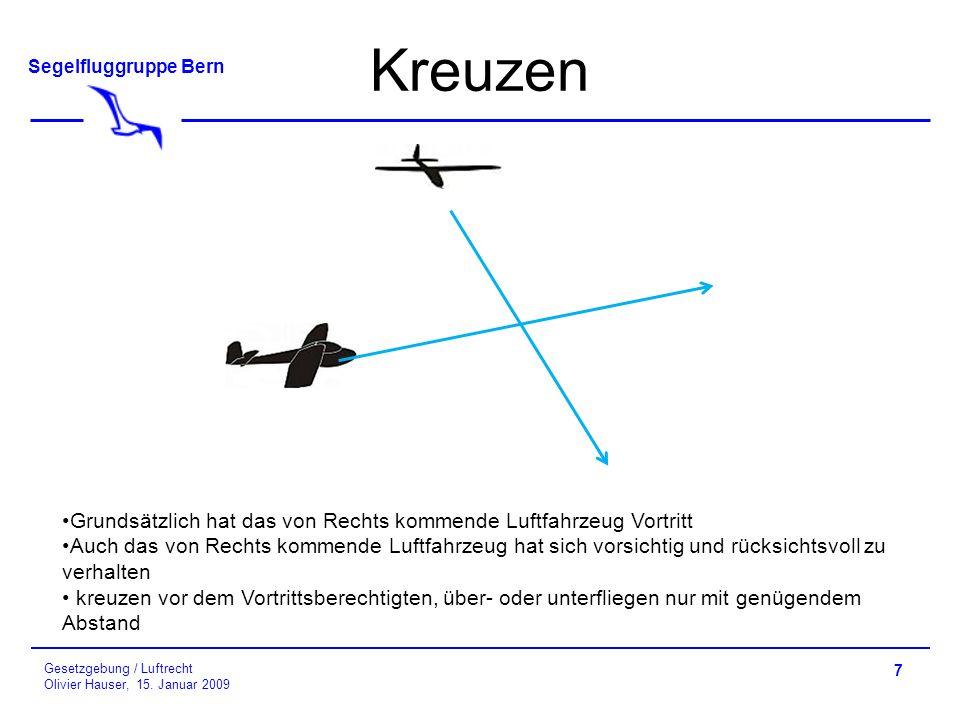 Kreuzen Grundsätzlich hat das von Rechts kommende Luftfahrzeug Vortritt.