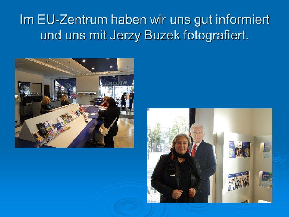 Im EU-Zentrum haben wir uns gut informiert und uns mit Jerzy Buzek fotografiert.
