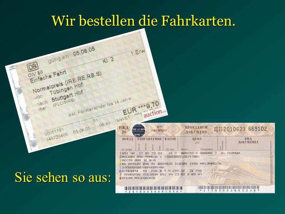 Wir bestellen die Fahrkarten.