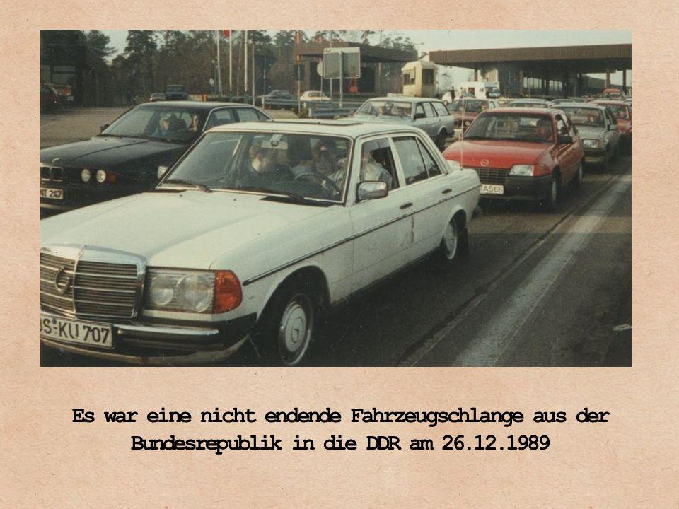 Es war eine nicht endende Fahrzeugschlange aus der Bundesrepublik in die DDR am 26.12.1989