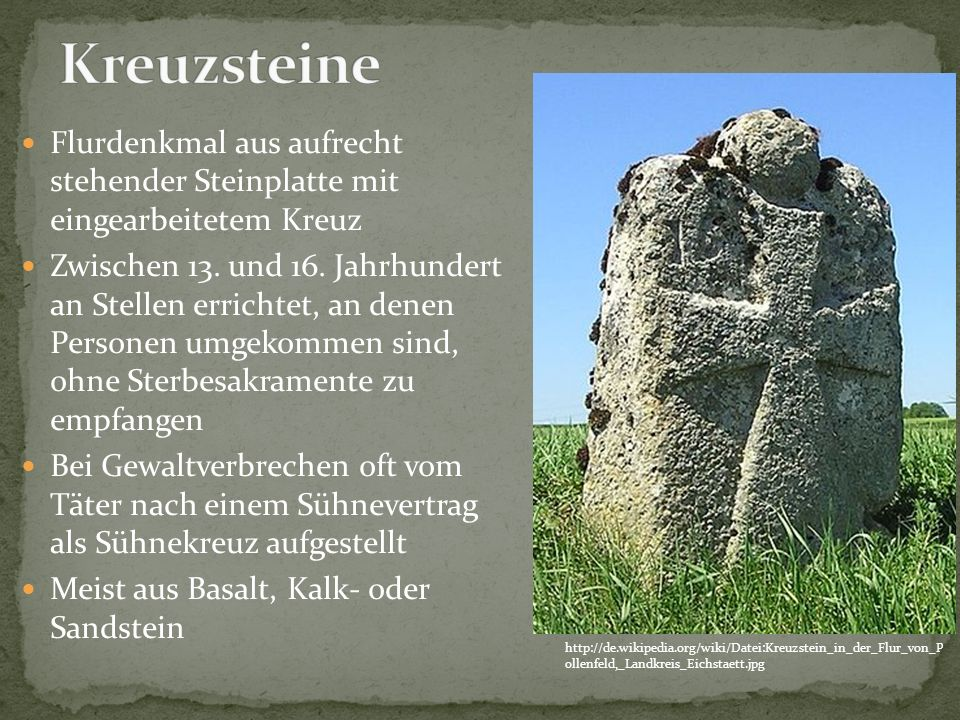 Kreuzsteine Flurdenkmal aus aufrecht stehender Steinplatte mit eingearbeitetem Kreuz.