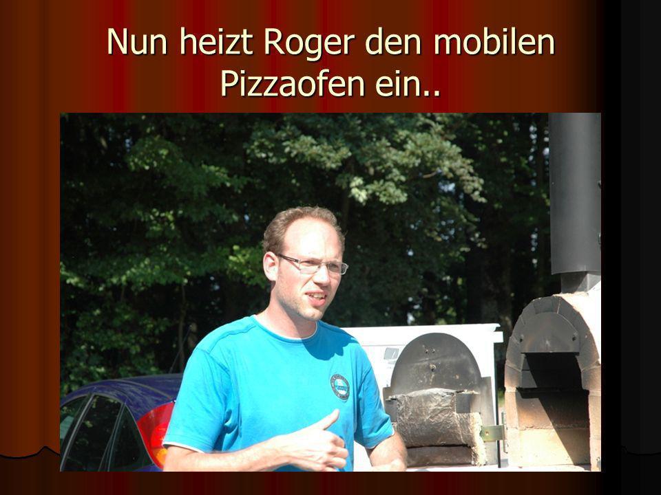 Nun heizt Roger den mobilen Pizzaofen ein..