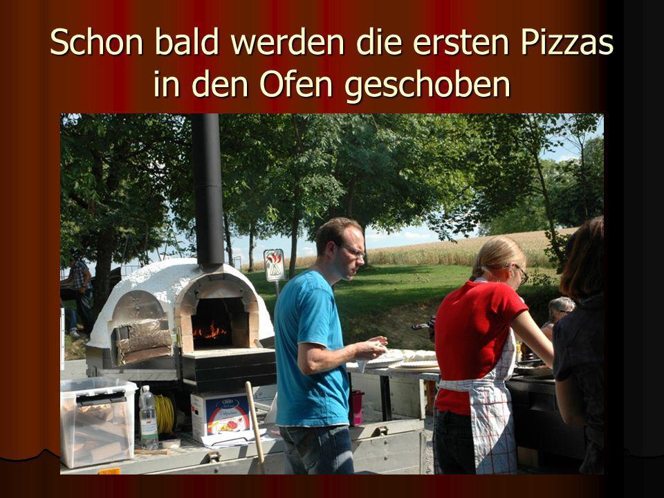 Schon bald werden die ersten Pizzas in den Ofen geschoben