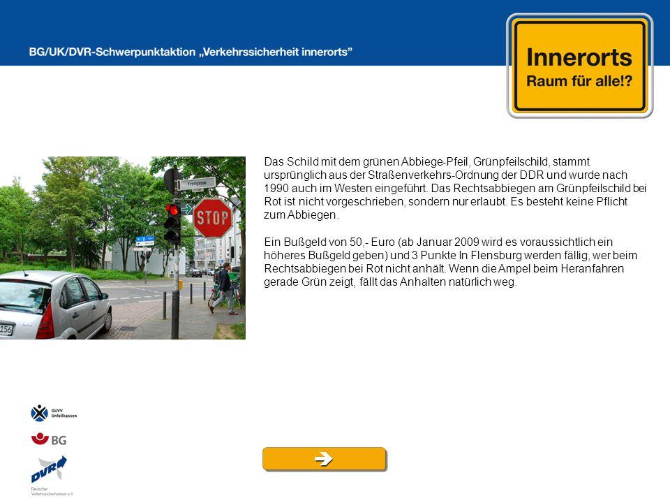 Das Schild mit dem grünen Abbiege-Pfeil, Grünpfeilschild, stammt ursprünglich aus der Straßenverkehrs-Ordnung der DDR und wurde nach 1990 auch im Westen eingeführt. Das Rechtsabbiegen am Grünpfeilschild bei Rot ist nicht vorgeschrieben, sondern nur erlaubt. Es besteht keine Pflicht zum Abbiegen.