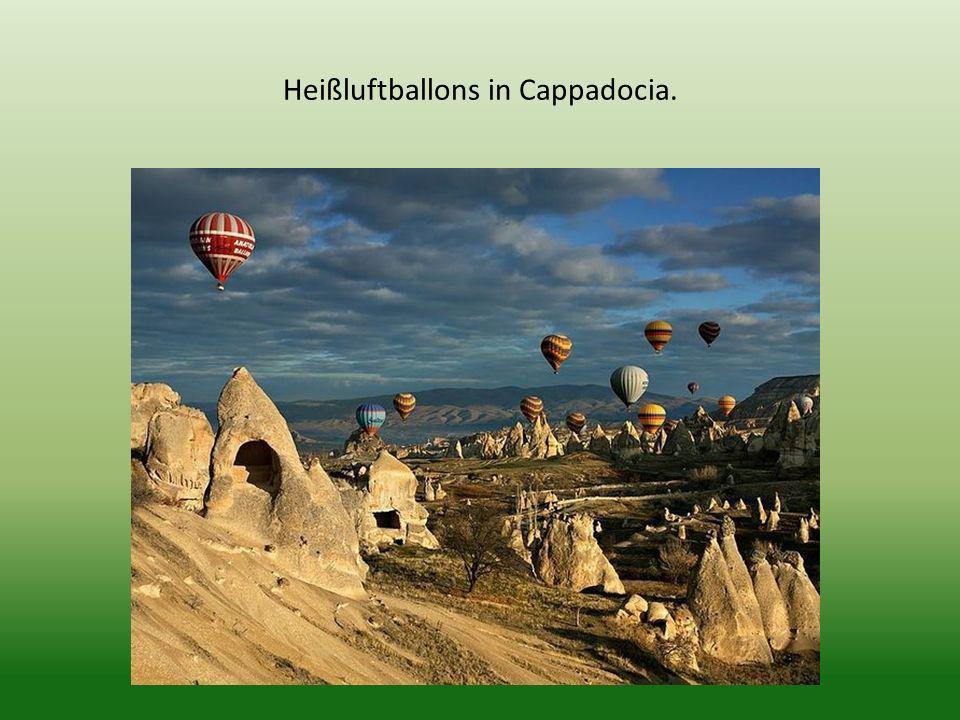 Heißluftballons in Cappadocia.